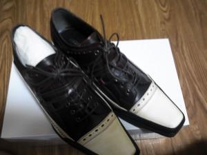 ワインレッドの靴