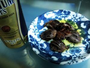 砂肝のオリーブオイル煮とプレミアムモルツ